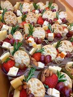 Charcuterie Recipes, Charcuterie And Cheese Board, Charcuterie Platter, Cheese Boards, Snack Platter, Party Food Buffet, Party Food Platters, Cheese Platters, Snacks Für Party