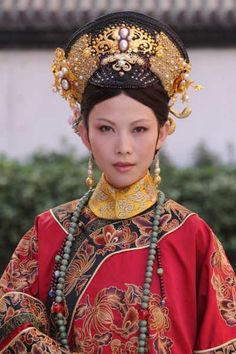 Hong Kong based Ada Choi acts as Empress in  tv drama 后宫甄嬛传 (Legend of Lady Huan/Wan).  In real life, she is a dedicated wife and mum.  She was also once famous for paying off her mother's gambling debts but no longer do so due to her family obligations.   I wish Ada Choi much love and safety, and EFF OFF to those who threaten her safety and very well-being.