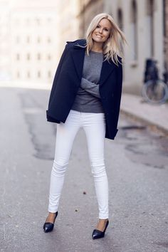 Lovely look. Winter white jeans + grey sweater + Navy coat - what I wore yesterday Black And White Outfit, White Pants, White Denim, White Skinnies, White Jeans Winter Outfit, How To Wear White Jeans, Black White, Denim Outfits, Indie Outfits