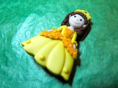 "(1) 1&3/8"" PRINCESS IN YELLOW PLASTIC SHANK CRAFT EMBELLISHMENT BUTTON-Lot#GB218"