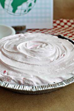 Delicious 3 Ingredient Frozen Peppermint Pie www.thirtyhandmadedays.com