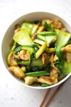 Here is a Chicken and Bok Choy Turmeric Stir Fry recipe that tastes good and is good for you. Its a healthy quick and AIP-friendly Asian dish. This recipe is allergy friendly (gluten dairy shellfish nut egg and soy free) and suits the autoimmune pr Beef Stew Crockpot Easy, Paleo Crockpot Recipes, Stir Fry Recipes, Diet Recipes, Cooking Recipes, Healthy Recipes, Auto Immune Paleo Recipes, Freezer Paleo, Paleo Stir Fry