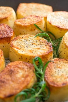 Crispy on the outside, tender and creamy on the inside, cooked with butter and a hint of garlic, these Rosemary Fondant Potatoes make simple yet elegant side dishes! Potato Sides, Potato Side Dishes, Side Dish Recipes, Vegetable Recipes, Potato Recipes, Dinner Recipes, Chicken Recipes, Quinoa, Healthy Cream Cheese