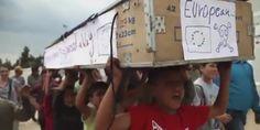 Imigranckie dzieci przygotowały trumnę dla Unii Europejskiej [WIDEO]