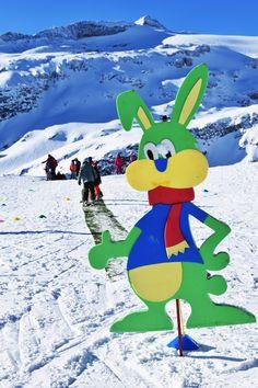 In kleinen Gruppen werden bereits Kinder ab 3 Jahren spielerisch an das Skifahren heran geführt. Winter, Skiing, Ice Climbing, Ski Trips, Ski, Winter Time, Winter Fashion