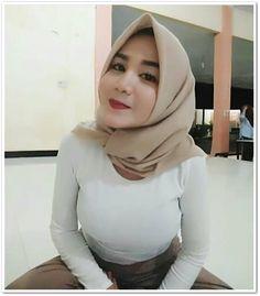 Beautiful Muslim Women, Beautiful Hijab, Gorgeous Women, Indonesian Girls, Hijab Tutorial, Hijab Chic, Girl Hijab, Muslim Girls, Blonde Beauty