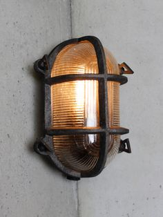 Industrial oval bulkhead wall light