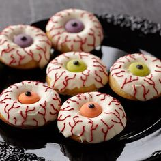 Wake up your Halloween celebration with candy-topped donuts! Use the Wilton donut pan to bake them fresh, then cover and decorate with Candy Melts candy for treats that are ready in the blink of an eye! Pasteles Halloween, Dulces Halloween, Halloween Donuts, Halloween School Treats, Halloween Food For Party, Halloween Desserts, Scary Halloween, Halloween Dessert Table, Halloween Cupcakes Decoration