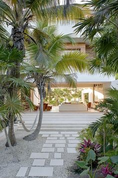 This private beachfront villa in Tulum, Mexico is a fully self-sufficient, net-neutral house powered by a photovoltaic canopy on its rooftop terrace, and collects rainwater that is filtered and stored for use. Indoor Outdoor, Outdoor Living, Outdoor Decor, Tulum Mexico, Interior Architecture, Interior And Exterior, Sustainable Architecture, Residential Architecture, Room Interior
