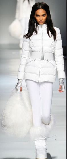 I'm obsessed with the all white ski outfits