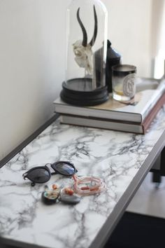 Marble contact paper-DIY Projects To Make Your Rental Home Look More Expensive-marble table Clever Diy, Contact Paper, Diy Table, Decorating On A Budget, House Rental, Marble Table, Diy Marble, Diy Home Decor Projects, Diy Home Decor On A Budget
