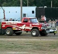 Old Chevy pulling truck. Great body style, great name. Truck And Tractor Pull, Tractor Pulling, Farmall Tractors, Old Tractors, Full Pull, Truck Pulls, Logging Equipment, Classic Chevrolet, Chevrolet Trucks