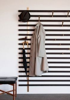 Hallway Decorating 531706299755377866 - The Vestiaire Horizon is wall-mounted and consists of solid wedge slats, metal brass structures and metal hooks that can be positioned anywhere you'd like. Source by audreyhinfray Diy Design, Home Design, Design Ideas, Interior Design, Design Art, Diy Home Decor, Room Decor, Wall Decor, Diy Casa