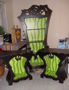 This Tim Burton and Alice in Wonderland inspired furniture is amazing!!!