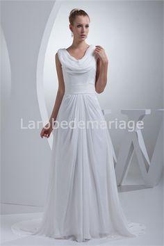 Robe de mariée simple à traîne balayée col bénitier en mousseline de soie € 120.99