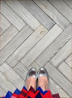 Silver shoes on our silver-grey Magma Etna herringbone floor. There is still time to enter our Insta competition to win a Douglas Fir pedestal worth £350!!