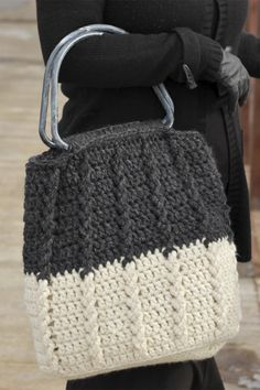 Crochet Handbags Bewitching Braids Bag Free Crochet Pattern - Free crochet pattern for a beautifully textured yet simple bag! Works up quickly in bulky yarn and with a simple one-row repeat for mindless crocheting! Purse Patterns Free, Crochet Purse Patterns, Tote Pattern, Knitting Patterns Free, Shawl Patterns, Crochet Handbags, Crochet Purses, Crochet Bags, Crochet Vests