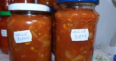 Hozzávalók : 1 kg paradicsom apróra vágva 1 kg paprika kockára vágva 1/2 kg hagyma kockára vágva 6 gerezd fokhagyma... Ketchup, Jar, Food, Red Peppers, Salads, Essen, Meals, Yemek, Jars