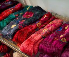 Selección de mantoncillos para vestir de flamenca o para eventos especiales de Rocío Peralta. Laura Álvarez