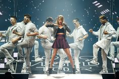 Taylor Swift Photos Photos - Taylor Swift performs on stage for the 1989 World Tour at CenturyLink Center on May 20, 2015 in Bossier City, Louisiana. - Taylor Swift 'The 1989 World Tour Live' in Bossier City