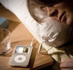 Travesseiro com alto-falante embutido para ouvir música enquanto descansa