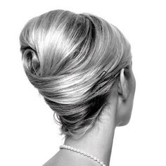 Chignon à la Grace Kelly / desire this hair style. is that so wrong? - August 03 2019 at Fancy Hairstyles, Vintage Hairstyles, Wedding Hairstyles, 1950s Hairstyles, Braid Hairstyles, Popular Hairstyles, Quinceanera Hairstyles, Simple Hairstyles, Hairstyles 2016