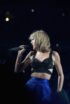 Taylor Swift Photos Photos - Taylor Swift performs during The 1989 World Tour at Nationwide Arena on September 18, 2015 in Columbus, Ohio. - Taylor Swift The 1989 World Tour Live in Columbus