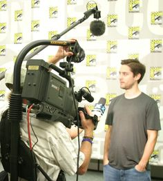 DP Mark Schulze shoots interview of Toby Maguire (Spiderman) at San Diego Comic Con - from The Ultimate Video Editor's Wish List - Photo and story by San Diego video producer Patty Mooney of Crystal Pyramid Productions Celebrity Pictures, Celebrity News, Business Video, San Diego Comic Con, Sci Fi Movies, Vintage Photographs, Wish, Spiderman, Interview
