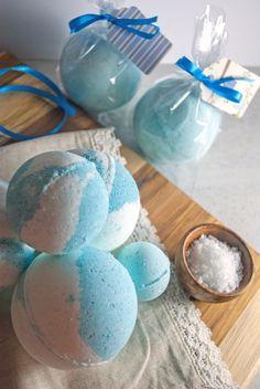 Homemade Bath Bombs-- just like Lush bath bombs for pennies apiece!  Yessss.
