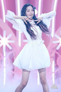 [쇼! 음악중심] 200620 아이즈원 현장 포토 : 네이버 포스트 Sohee Wonder Girl, Jang Wooyoung, Secret Song, Japanese Girl Group, Famous Girls, Stage Outfits, The Wiz, Kpop Girls, Korean Girl