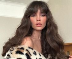 hair bangs 8 different types of bangs to try in 2019 (with inspo gallery) My Hairstyle, Hairstyles With Bangs, Pretty Hairstyles, Older Women Hairstyles, Female Hairstyles, 1970s Hairstyles, Hairstyles 2018, School Hairstyles, Vintage Hairstyles