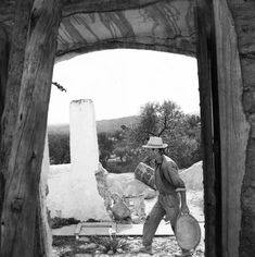 Blakstad Ibiza architects fuse the fundamentals of Ibiza architecture tradition with contemporary functionality, form and style. Ibiza Formentera, Modern Rustic Decor, Architect Design, Health And Safety, I Fall In Love, Hemp, 1950s, Spain, Archive