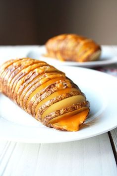 Great tips to make hasselback potatoes easier. I wouldn't use so much butter/ EVOO next time though. I felt that it was overkill. I used medium cheddar cheese and some bacon bits. I Love Food, Good Food, Yummy Food, Potato Dishes, Veggie Dishes, Hassleback Potatoes, Baked Potatoes, Food Porn, Great Recipes