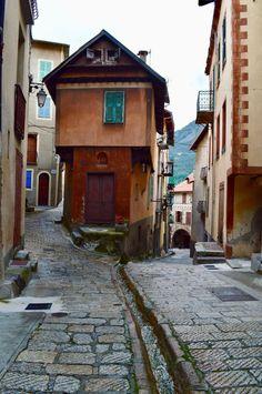 Steegje in Saint-Martin-Vésubie Saints, Road Trip, France, Road Trips, French