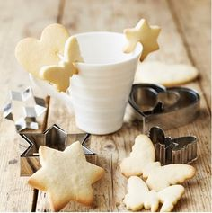 Clever! Make any cookie into a cup decoration just by making a slit in it before baking! :-)