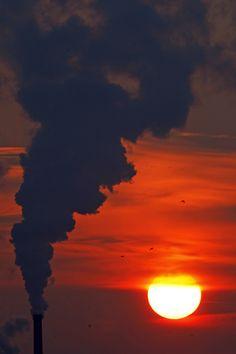 #sunset #landscapephotography #smoke #romania #bucharest #coldday #winter