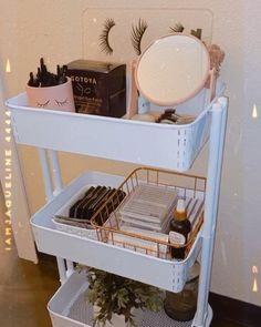 Spa Room Decor, Beauty Room Decor, Home Decor, Home Beauty Salon, Home Nail Salon, Room Organization, Makeup Organization, Makeup Studio Decor, Tech Room