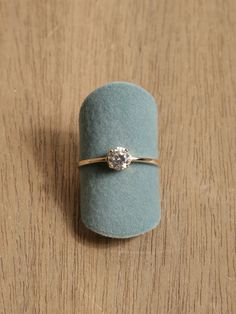I am complety in love with this simple engagement ring <3