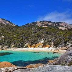 Hotels-live.com/pages/hotels-pas-chers - How could you not feel tempted to take a refreshing dip in this glorious spot? This is Little Bay in @westernaustralia a very well-kept secret that you'll find in Two Peoples Bay Nature Reserve near Albany. It's n