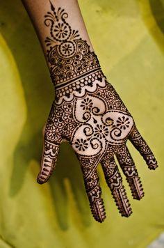 94 Easy Mehndi Designs For Your Gorgeous Henna Look Arabic Mehndi Designs, Mehndi Patterns, Simple Mehndi Designs, Mehandi Designs, Photo Main, Henna Mehndi, Mehendi, Mehndi Art, Mehndi Tattoo