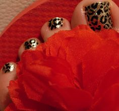 Leopard or Cheetah Nails. Nail Art, Shimmer. Gold. Glitter. Black. Fashion. DIY.