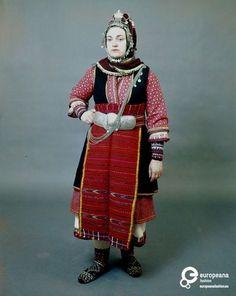 """Γυναικεία φορεσιά για τη δεύτερη μέρα του γάμου, με το χαρακτηριστικό στολίδι του κεφαλόδεσμου, την """"κορόνα"""", από την Άνω Ορεινή Σερρών. Ημερομηνία: Late 19th c. Ημερομηνία δημιουργίας: 1800/1899 Συλλέκτης: Peloponnesian Folklore Foundation Ίδρυμα: Europeana Fashion Historical Costume, Macedonia, Greece, Museum, Culture, Costumes, Traditional, Gallery, Artwork"""