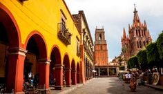 If you're looking for a winter escape, Mexico is always a great option! Find out what to wear in San Miguel de Allende and why this is an expat hot spot.
