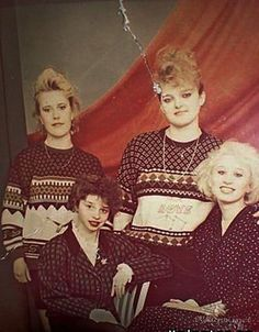 Шузы на платформе, лосины и фирмовые кроссовки – вот она, мода 90-х Early 90s Fashion, Retro Fashion, Mtv, Disco 80, Life In Russia, Grunge, 90s Girl, Russian Fashion, Character Outfits