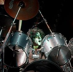 Eric Carr, Vintage Kiss, Kiss Band, Hot Band, Drum Kits, Nfl Football, Drums, Sweden, Cool Photos