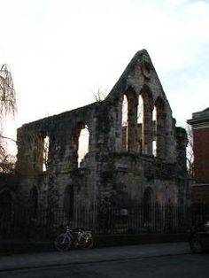The ruins of St. Leonards Hospital only hint at the significance of the Hospital in medieval York.  Founded soon after the Norman Conquest, it was believed to be the largest medieval hospital in the north of England.   Remains of the hospital's undercroft can be accessed from the Museum Gardens, just to the right of the Museum Street entrance and contains some Roman and Medieval stonework.