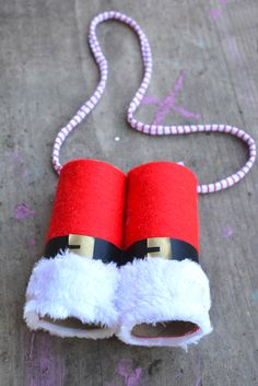 DIY Santa Binoculars - fun Christmas craft for kids. Part of the SeeHearTouchTasteSmell Christmas Sensory Play Series of kids' Christmas Activities Preschool Christmas, Noel Christmas, Christmas Crafts For Kids, Christmas Activities, Christmas Themes, Winter Christmas, Holiday Crafts, Holiday Fun, Christmas Decorations