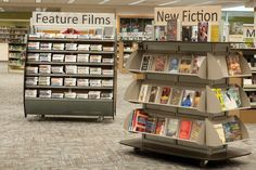 What do your favorite clothing store and your library have in common? Answer: strategic displays.€ Merchandising€ your collection stimulates interest. Master the art of display.