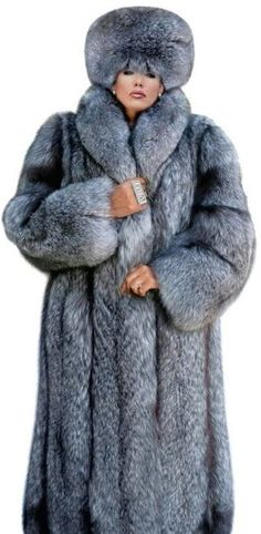 Stunning Silver Fox.  |  fur  coats & hats