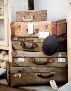 Travel on the brain. - I love the look of old suitcases and trunks. Vintage Suitcases, Vintage Luggage, Vintage Travel, Vintage Trunks, Vintage Bags, Vintage Love, Shabby Vintage, Shabby Chic, Decoupage Vintage